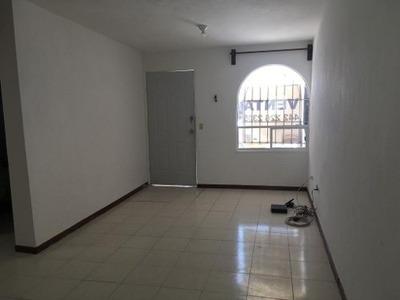 Oportunidad De Venta De Casa Habitación En Lomas De Balvanera, Querétaro