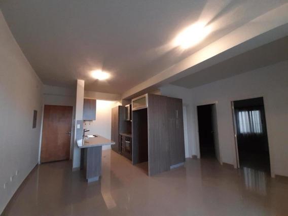 Apartamento En Venta Las Chimeneas, Valencia Cod 20-1429 Ddr