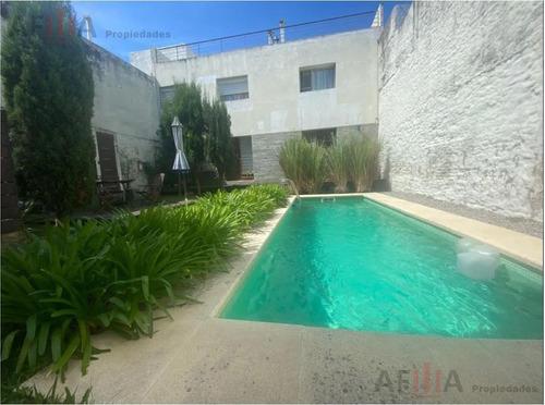 Venta Casa Dos Dormitorios Duplex Patio Parrillero Con Renta Centro Montevideo