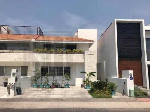 Casa Sola En Venta El Refugio Residencial