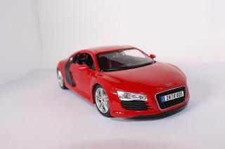 Miniatura Audi R8 V10 Vermelho / 1/24 18cm