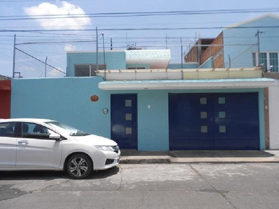 Casa En Renta En Morelia En Col. Felix Ireta