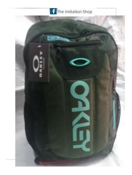 Mochila Oakley Porta Laptop Placa Metal Color: Camuflado