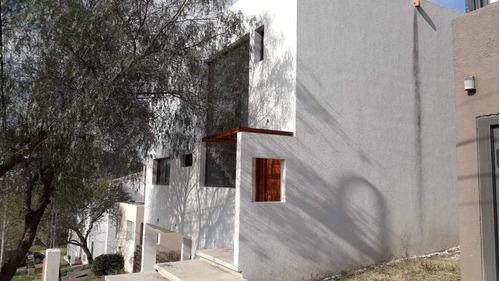 Casa De 3 Dormitorios En Venta En La Estanzuela La Calera