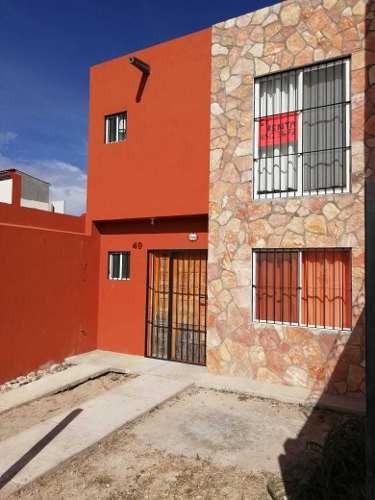 Casa En Venta De Dos Niveles En Fraccionamiento Las Brisas