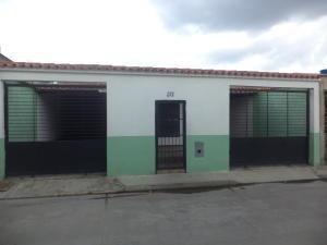 Casa En Venta La Pradera San Joaquín Carabobo 19-14217 Yala