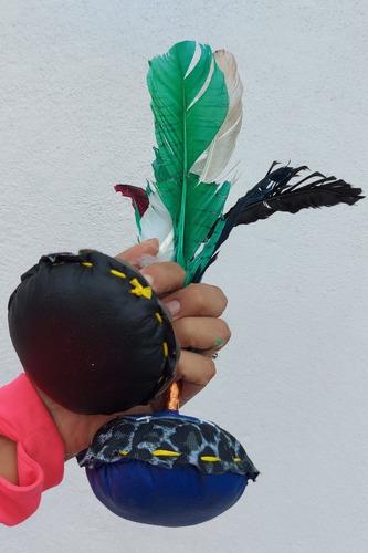 Imagen 1 de 3 de 2 Peteka Indiaca Piel Plumas Naturales Peteca 100% Artesanal