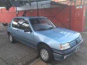 Peugeot 205