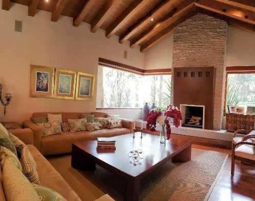 Casa De Ensueño Con Acabados De Primer Nivel, Rodeada De Bos