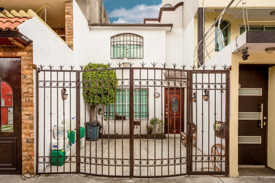 Casa Muy Amplia, 2 Recam. 2 Baños, Cocina, Estudio, Closets
