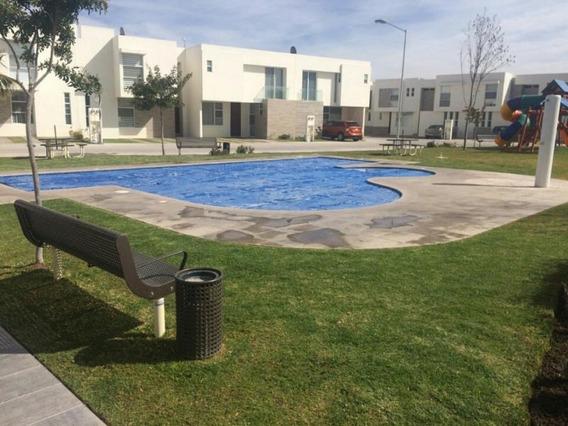 Casa De 2 Recamaras Con Terreno Excedente En Privada Slp