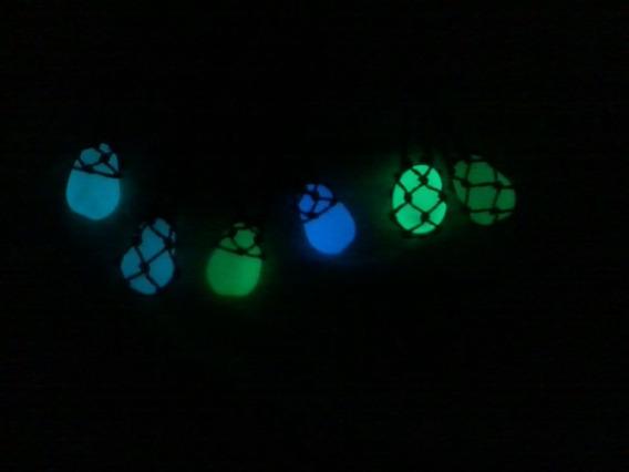 Colar Hippie De Pedra Castroada, Que Brilha No Escuro.