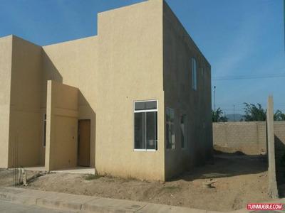 Townhouse En Conjunto Cerrado Yaritagua