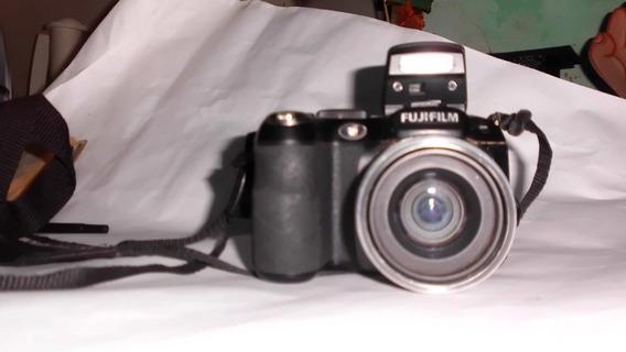 Camara Fujifilm Finepix S1800