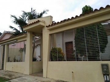 Casa En Venta En Trigal Norte, Valencia, Carabobo, 19-36001