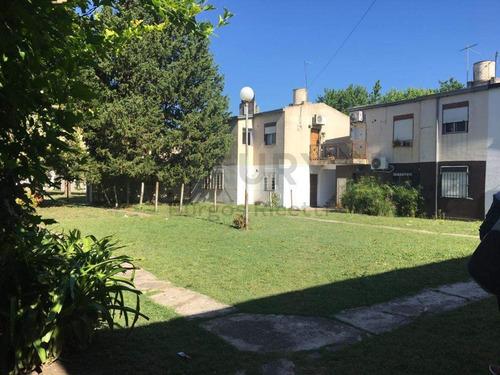 Ph De 3 Dormitorios Em Gonnet - La Plata