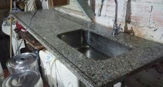 Bancada De Cozinha Com Cuba De Inox Imbutida.