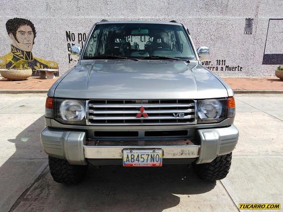 Mitsubishi Montero Dakar 4x4 Glx
