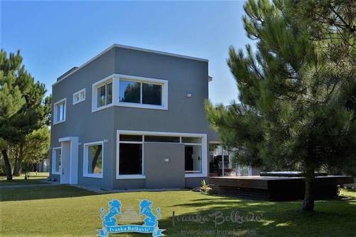 Venta Casa Costa Esmeralda Barrio  Golf 2 0211 Amoblada