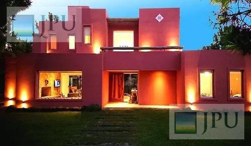 Imagen 1 de 30 de Casa En Venta - Costa Esmeralda - Residencial