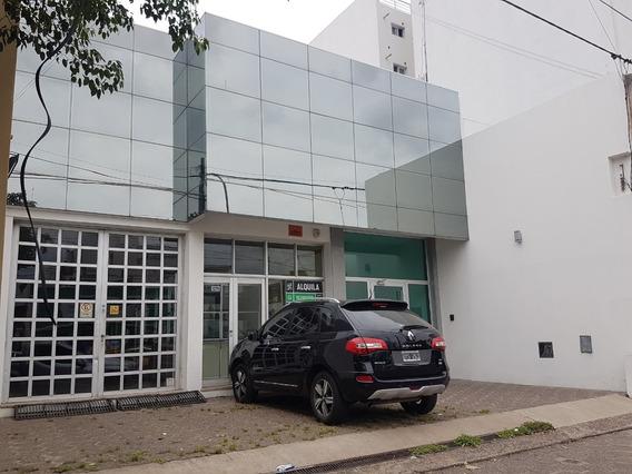 Amplio Galpon - Barrio General Paz - Excelente Ubicacion