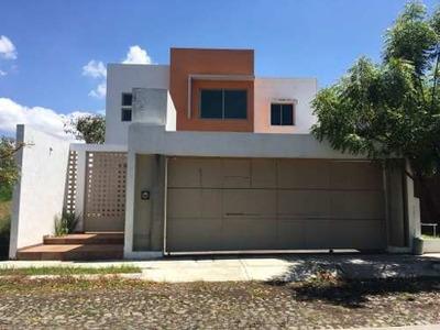 Casa En Venta En Paseo De Los Jasminez, Col. Paseos De La Hacienda, Colima