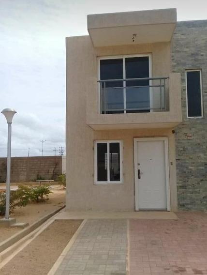 Acogedora Casa En Urbanización Con 2 Habitaciones Y 1 Baño