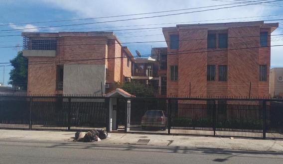 En Venta Comodo Apartamento En Sector Cecilio Acosta
