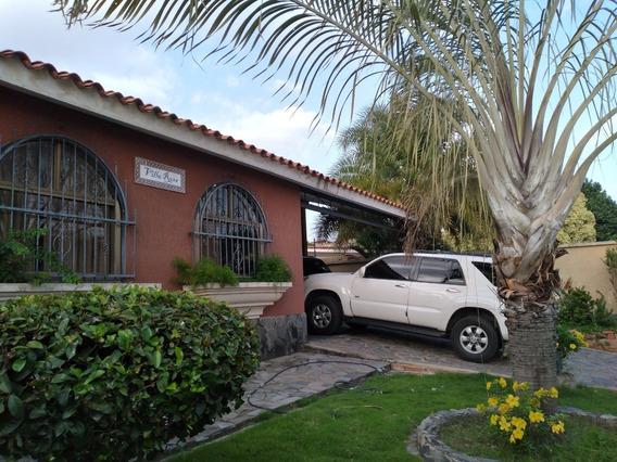 Vendo Hermosa Qta Las Delicias /piscina 04145887434
