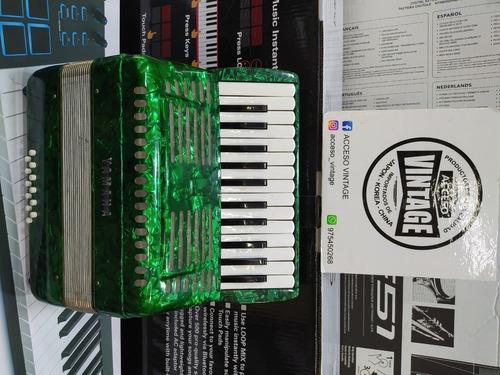 Acordeon Yamaha , 25 Teclas, 12bajos
