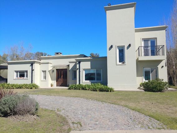 Hermosa Casa En Venta B° Santa Irene, Comarcas De Lujan