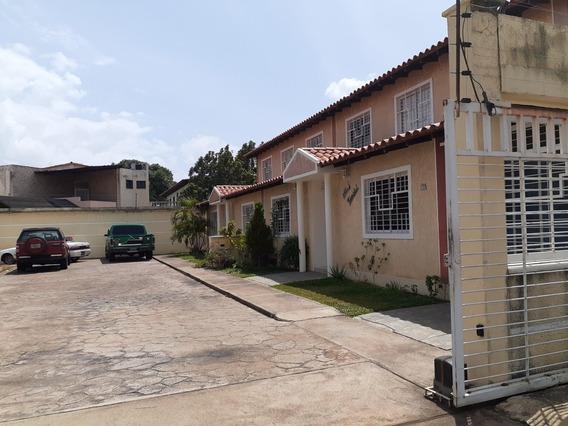 Vendo Townhouse En Villa Andrea Paratepuy Conjunto Cerrado