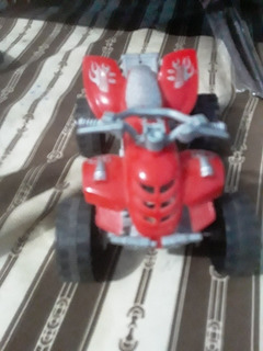 Una Moto Chiquita De Plástico Roja