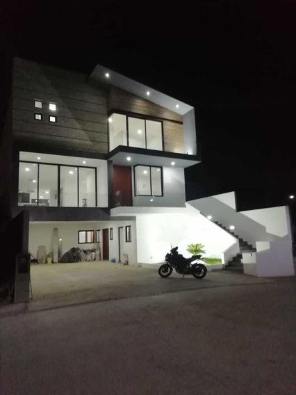 Venta De Casa Nueva Zona Esmeralda