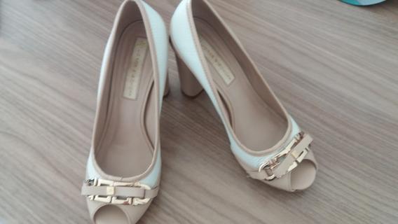 Sapato Jorge Bischoff Peep Toe Verniz Branco E Bege