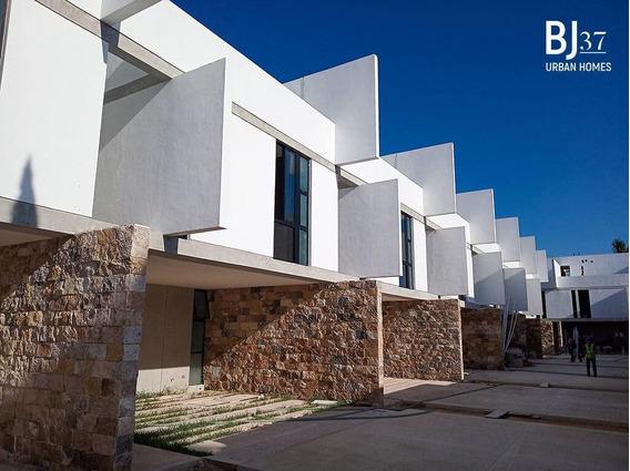 Venta De Casa En Merida, Benito Juarez Norte, 3 Pisos 3 Habits
