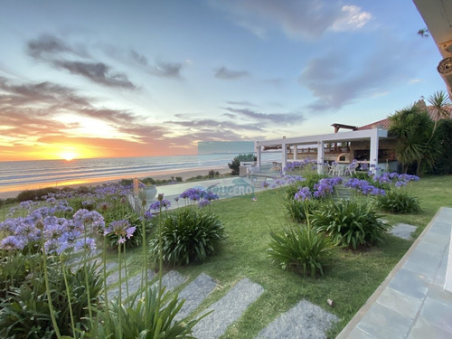 Exclusiva Casa Sobre La Playa De Solanas. Excelentes Vistas,  Piscina Y Parrillero Con Vista Al Mar. - Ref: 5678
