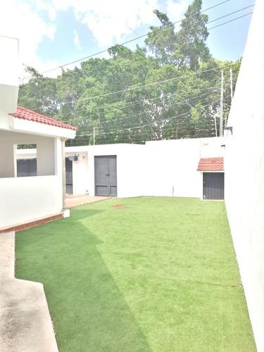 Imagen 1 de 14 de Casa De Dos Niveles, En La Colonia Montes De Amé, Con Alberca.
