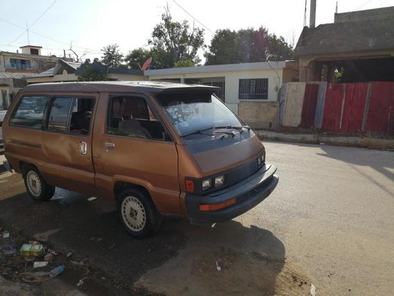 Toyota Van Minubus