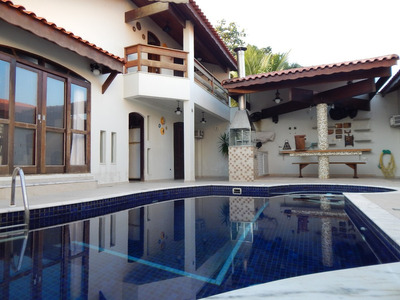 Casa Com Piscina Na Nova Peruíbe À Venda.