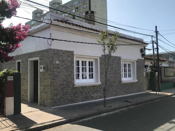 Casa En El Centro, Patio, 2 Dormitorios, Contacto 10a 20hs