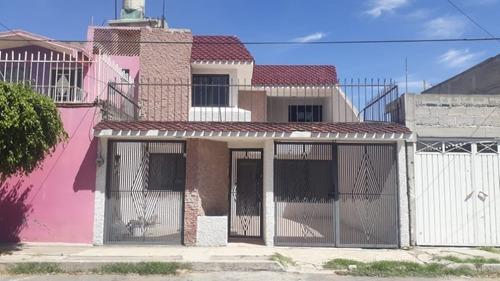 Bonita Casa Con Excelente Ubicación Jardines De Morelos