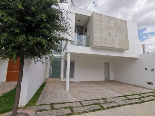 Casatuya, Casa En Renta En Loretta, Aguascalientes.