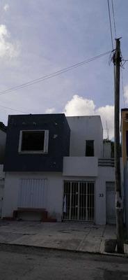 Casa Detrás De Plaza Outlet Ideal Para Oficina