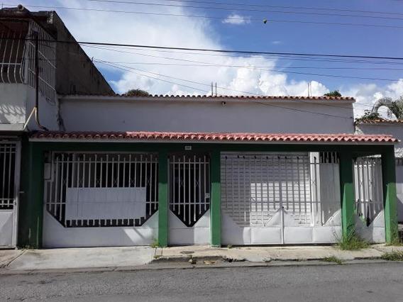 Casa En Venta En La Coromoto Maracay Zp 20-12698