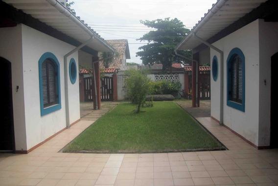 Casa Em Itanhaém , 180m Da Praia, Á 5 Minutos Do Centro.