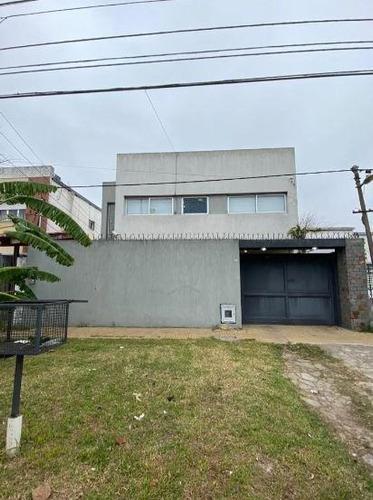 Imagen 1 de 30 de Casa Venta 3 Dormitorios ,3 Baños  Y Pileta - Terreno 10 X 30 Mts - 300 Mts 2- San Carlos