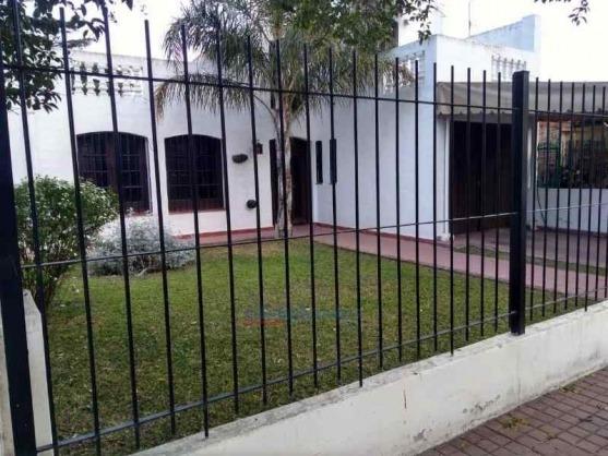 Casa En Venta -3 Dormitorios 2 Baños, Patio, 2 Cocheras