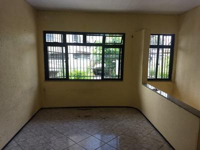 Casa Bem Localizada, Ampla E Arejada R$ 800,00 (a Negociar)