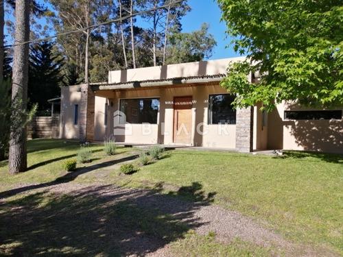 Hermosa Casa En Pinares- Ref: 61